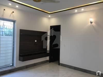 ڈی ایچ اے فیز 8 سابقہ ایئر ایوینیو ڈی ایچ اے فیز 8 ڈی ایچ اے ڈیفینس لاہور میں 2 کمروں کا 10 مرلہ بالائی پورشن 38 ہزار میں کرایہ پر دستیاب ہے۔