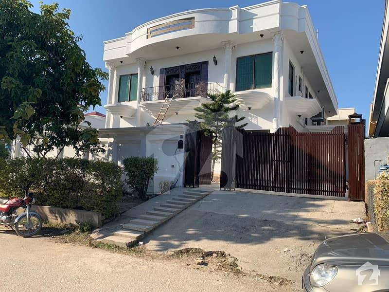 ایف ۔ 11/3 ایف ۔ 11 اسلام آباد میں 6 کمروں کا 1 کنال مکان 9.4 کروڑ میں برائے فروخت۔