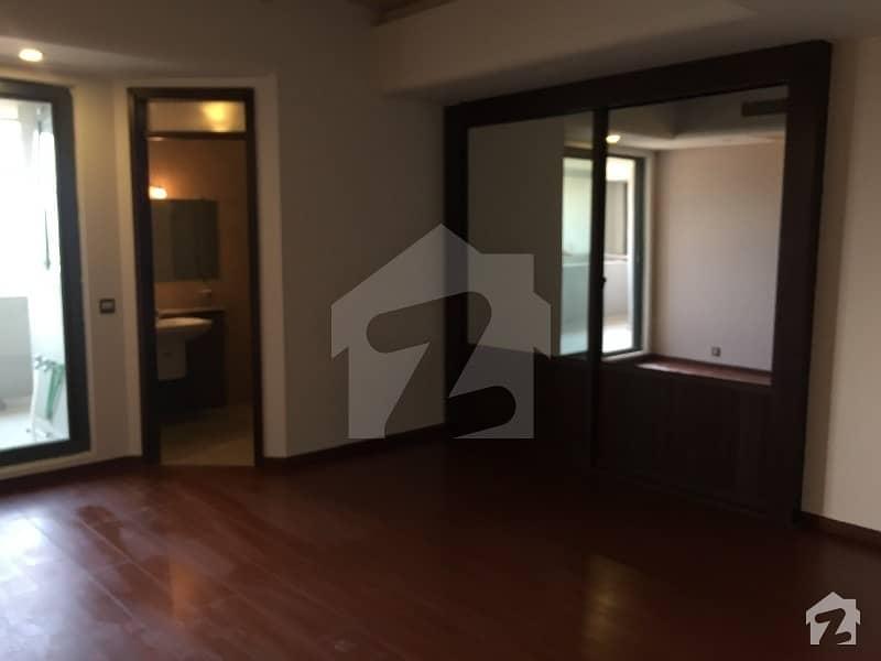 سلوراوکس اپارٹمنٹ ایف ۔ 10 اسلام آباد میں 3 کمروں کا 8 مرلہ فلیٹ 4 کروڑ میں برائے فروخت۔