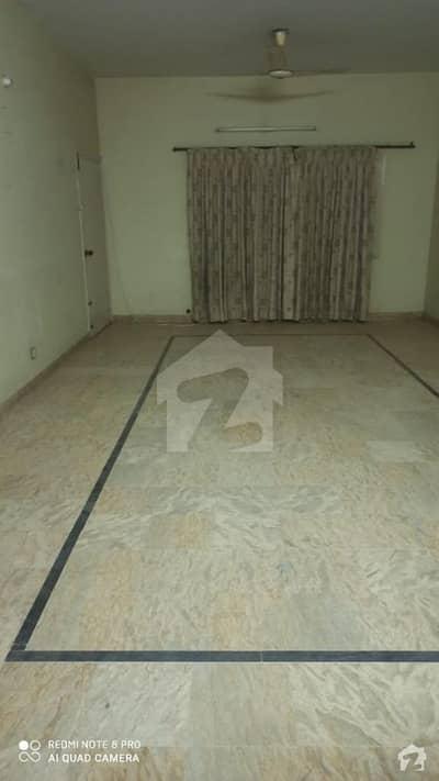 نارتھ کراچی - سیکٹر 11-C/1 نارتھ کراچی کراچی میں 8 کمروں کا 17 مرلہ مکان 4 کروڑ میں برائے فروخت۔