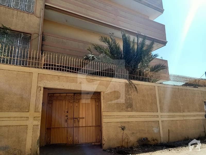 کلفٹن کراچی میں 4 کمروں کا 10 مرلہ زیریں پورشن 60 ہزار میں کرایہ پر دستیاب ہے۔