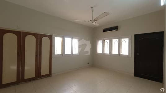2000 Square Feet Flat In Clifton For Sale