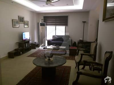 Top Class Fully PHA Apartment Fully Renovated 1350 Square Feet Flat In G-7 For Sale
