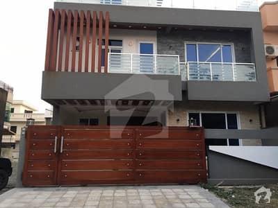 ایف ۔ 11 اسلام آباد میں 4 کمروں کا 10 مرلہ مکان 5.5 کروڑ میں برائے فروخت۔