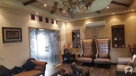 ڈی ایچ اے فیز 2 - بلاک ایس فیز 2 ڈیفنس (ڈی ایچ اے) لاہور میں 5 کمروں کا 1 کنال مکان 1.3 لاکھ میں کرایہ پر دستیاب ہے۔