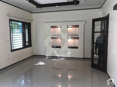 ڈی ایچ اے فیز 6 ڈی ایچ اے کراچی میں 4 کمروں کا 12 مرلہ مکان 1.7 لاکھ میں کرایہ پر دستیاب ہے۔
