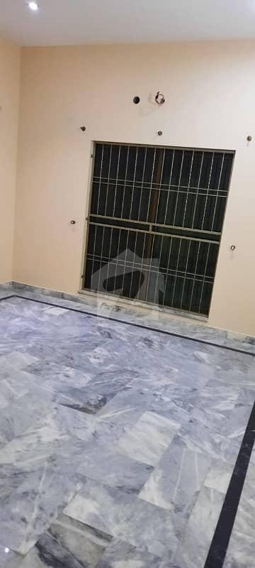 ماڈل ٹاؤن لاہور میں 3 کمروں کا 1 کنال زیریں پورشن 1.05 لاکھ میں کرایہ پر دستیاب ہے۔