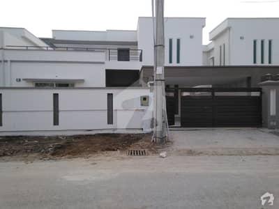 پی اے ایف فالکن کمپلیکس گلبرگ لاہور میں 4 کمروں کا 14 مرلہ مکان 5.4 کروڑ میں برائے فروخت۔