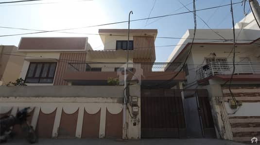 In Gulshan-E-Iqbal Town House For Sale Sized 3600  Square Feet
