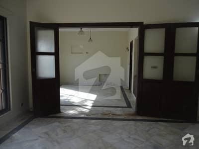 ایف ۔ 11 اسلام آباد میں 6 کمروں کا 1.33 کنال مکان 10.9 کروڑ میں برائے فروخت۔