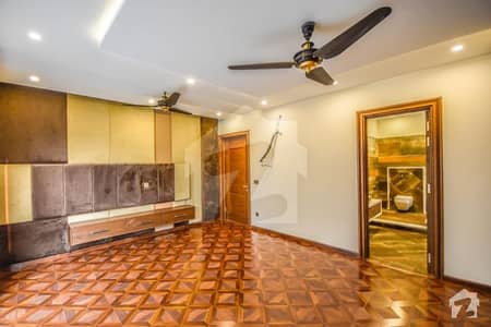Elegantly Made 1 Kanal Super Luxury House Available For Rent