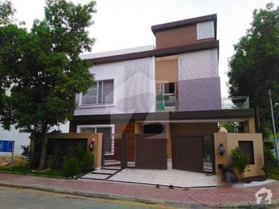 بحریہ ٹاؤن سیکٹر سی بحریہ ٹاؤن لاہور میں 5 کمروں کا 12 مرلہ مکان 2.7 کروڑ میں برائے فروخت۔