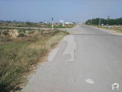 20 Marla Plot At Investment Price Near Park An Boulevard