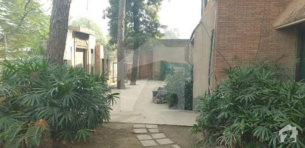 کیولری گراؤنڈ لاہور میں 3 کمروں کا 2 کنال زیریں پورشن 2 لاکھ میں کرایہ پر دستیاب ہے۔