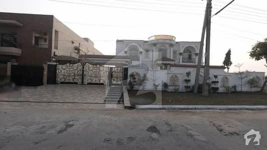 ویلینشیاء ۔ بلاک اے ویلینشیاء ہاؤسنگ سوسائٹی لاہور میں 7 کمروں کا 2 کنال مکان 10 کروڑ میں برائے فروخت۔