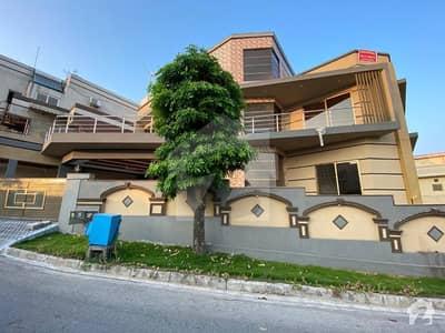 Dha Avenue Service Road  Triple Storey House