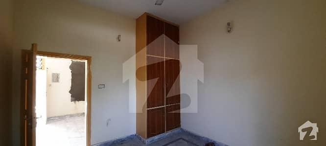 شیخ ملتون ٹاؤن مردان میں 5 کمروں کا 5 مرلہ مکان 33 ہزار میں کرایہ پر دستیاب ہے۔
