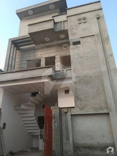 اجوا ہاؤسنگ سکیم ساہیوال میں 4 کمروں کا 3 مرلہ مکان 30 ہزار میں کرایہ پر دستیاب ہے۔