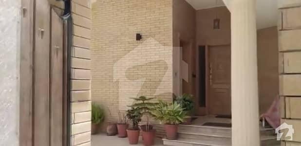 ایف ۔ 11 مرکز ایف ۔ 11 اسلام آباد میں 5 کمروں کا 1 کنال مکان 8.65 کروڑ میں برائے فروخت۔