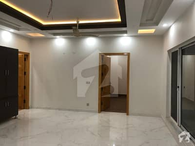 1 KANAL UPPER PORTION AVAILABLE FOR RENT IN PHASE 8 EX AIR AVENUE