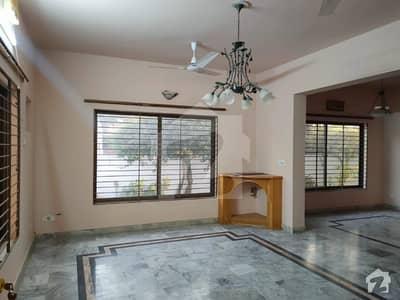 جی ۔ 10 اسلام آباد میں 8 کمروں کا 1.2 کنال مکان 2 لاکھ میں کرایہ پر دستیاب ہے۔