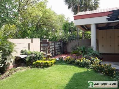 Sophisticated Stylish Bungalow 1 Kanal Full House Secured Area Prime Location