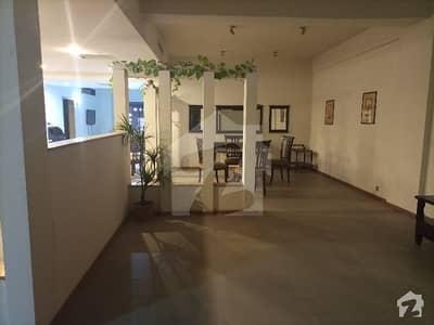 مال آف لاہور عزیز بھٹی روڈ کینٹ لاہور میں 3 کمروں کا 12 مرلہ فلیٹ 3.5 کروڑ میں برائے فروخت۔