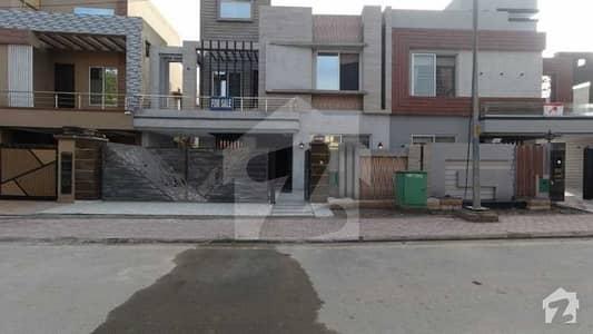 بحریہ ٹاؤن جاسمین بلاک بحریہ ٹاؤن سیکٹر سی بحریہ ٹاؤن لاہور میں 5 کمروں کا 10 مرلہ مکان 2.75 کروڑ میں برائے فروخت۔