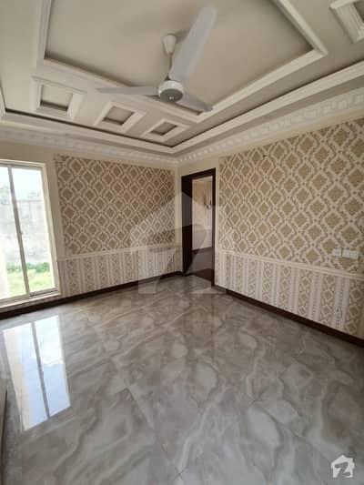 ڈی ایچ اے فیز 7 - بلاک ایکس فیز 7 ڈیفنس (ڈی ایچ اے) لاہور میں 4 کمروں کا 10 مرلہ مکان 2.8 کروڑ میں برائے فروخت۔