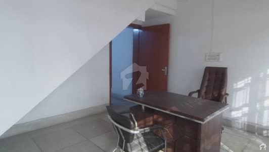 پی اے ایف آفیسرز کالونی کینٹ لاہور میں 5 کمروں کا 1 کنال مکان 5.7 کروڑ میں برائے فروخت۔