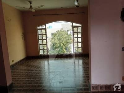 ایلیٹ وِلاز بیدیاں روڈ لاہور میں 2 کمروں کا 7 مرلہ بالائی پورشن 25 ہزار میں کرایہ پر دستیاب ہے۔