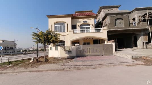 Corner 10 Marla Double Storey House Is Available For Sale