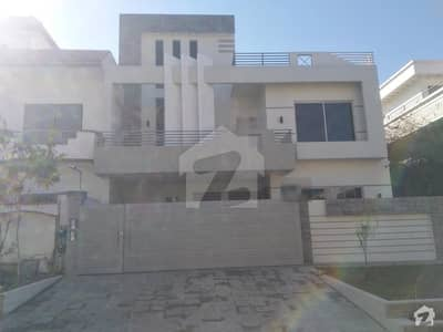 2250  Square Feet House Up For Sale In G-13