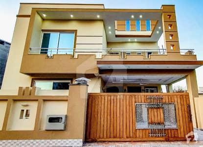 ڈی ایچ اے ڈیفینس فیز 2 ڈی ایچ اے ڈیفینس اسلام آباد میں 5 کمروں کا 10 مرلہ مکان 3.3 کروڑ میں برائے فروخت۔