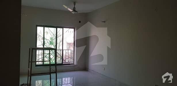رحمان گارڈنز لاہور میں 3 کمروں کا 10 مرلہ فلیٹ 1.15 کروڑ میں برائے فروخت۔