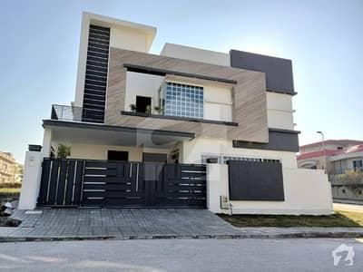 ڈی ایچ اے ڈیفینس فیز 2 ڈی ایچ اے ڈیفینس اسلام آباد میں 5 کمروں کا 12 مرلہ مکان 4.5 کروڑ میں برائے فروخت۔