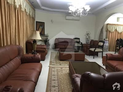 600 Sq Yards Specious House For Sale