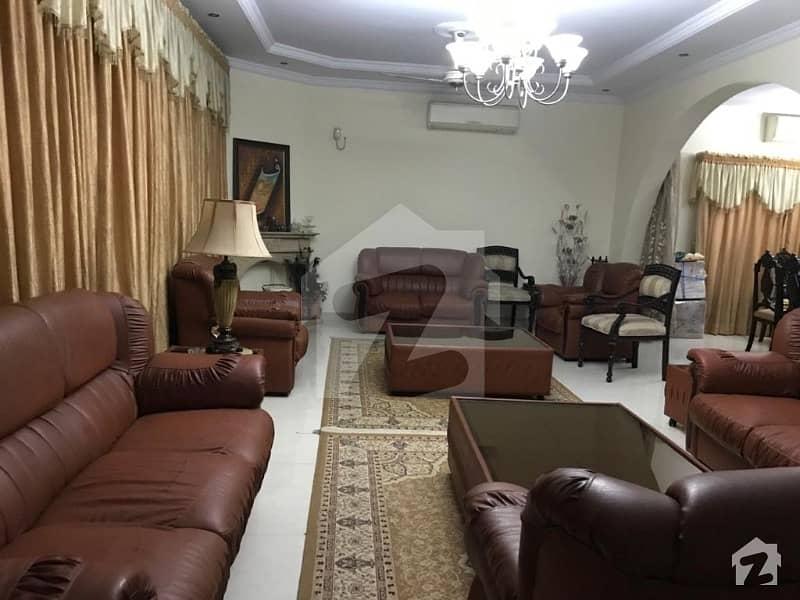 600 Sq Yards Specious House Urgent  Sale