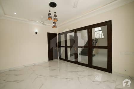 ڈی ایچ اے فیز 2 ڈیفنس (ڈی ایچ اے) لاہور میں 5 کمروں کا 1 کنال مکان 1.4 لاکھ میں کرایہ پر دستیاب ہے۔
