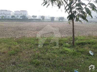 ڈی ایچ اے فیز 3 - بلاک زیڈ فیز 3 ڈیفنس (ڈی ایچ اے) لاہور میں 2 کنال رہائشی پلاٹ 9 کروڑ میں برائے فروخت۔