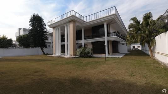 ایف ۔ 8 اسلام آباد میں 5 کمروں کا 4 کنال مکان 10 لاکھ میں کرایہ پر دستیاب ہے۔