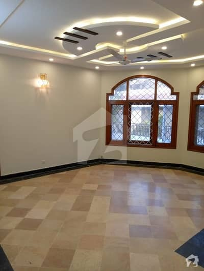 6 Beds House For Sale On Prime Location