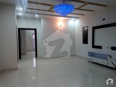 طارق گارڈنز لاہور میں 5 کمروں کا 10 مرلہ مکان 2.6 کروڑ میں برائے فروخت۔