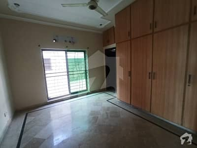 10 MARLA FACING PARK UPPER PORTION AVAILABLE FOR RENT