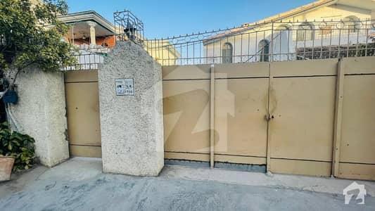 حیات آباد فیز 1 - ڈی1 حیات آباد فیز 1 حیات آباد پشاور میں 6 کمروں کا 2 کنال مکان 8 کروڑ میں برائے فروخت۔