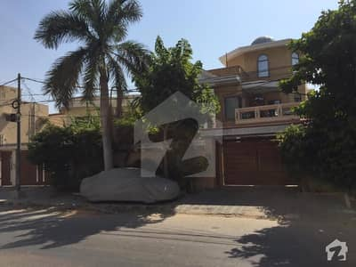 600 YARDS BUNGALOW 33 BEDROOMS PLUS  2 STUDY ROOMS  AVAILABLE FOR SALE IN PHASE V DHA  KARACHI