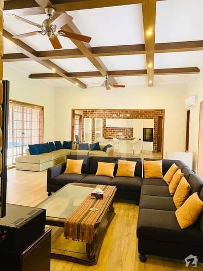 9 Kanal Furnished Farmhouse For Sale