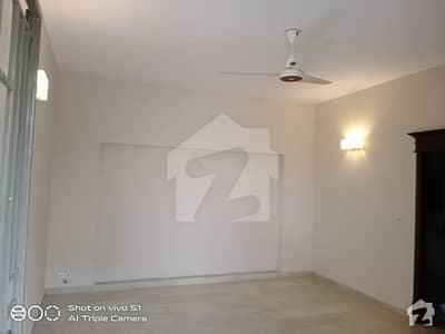 ڈی ایچ اے فیز 5 - بلاک جی فیز 5 ڈیفنس (ڈی ایچ اے) لاہور میں 5 کمروں کا 1 کنال مکان 1.8 لاکھ میں کرایہ پر دستیاب ہے۔