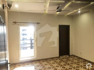 Flat Of 1400  Square Feet Available In G-15