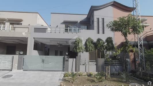 ڈیوائن گارڈنز ۔ بلاک ڈی ڈیوائن گارڈنز لاہور میں 3 کمروں کا 8 مرلہ مکان 1.75 کروڑ میں برائے فروخت۔